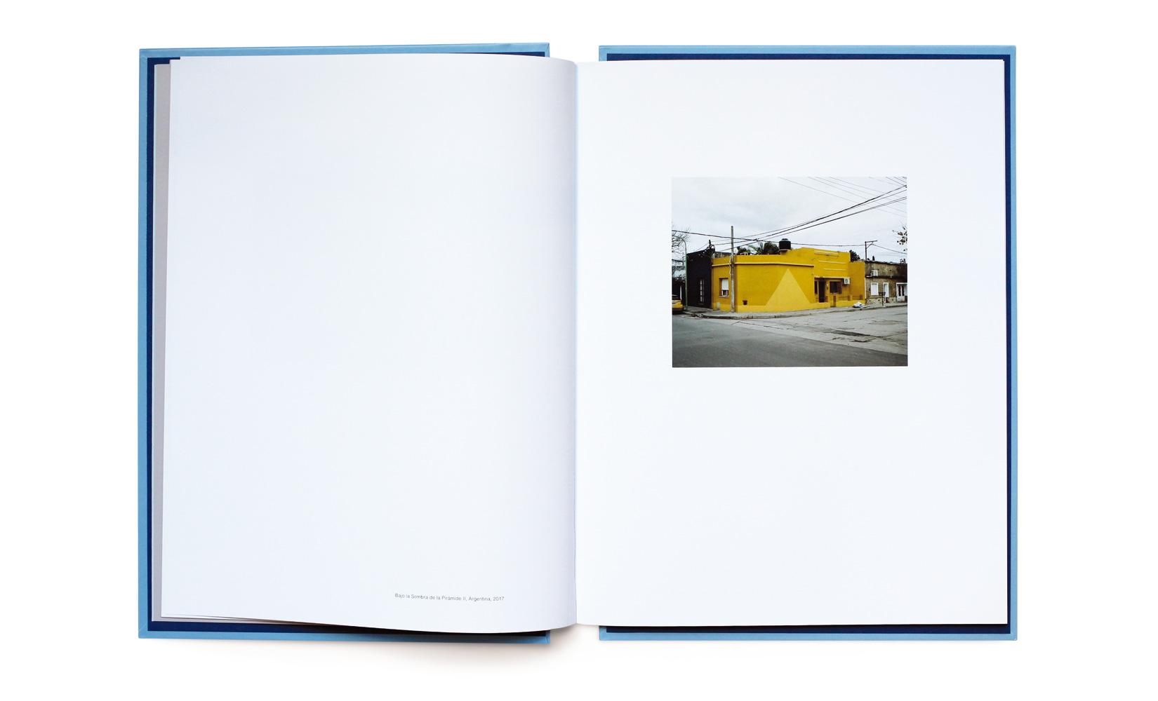 BAJO-LA-SOMBRA-DE-LA-PIRAMIDE-LOPEZ-LUZ-TOLUCA-STUDIO-ANDREOTTI-7.jpg